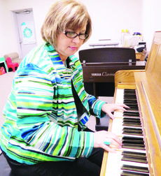 """<div class=""""source"""">Ronnie Benningfield</div><div class=""""image-desc"""">Diana Aubrey was presented a Distinguished Service Award by the Kentucky Music Teachers Association. Above, Aubrey plays a piano in her studio on South Walters Avenue in Hodgenville. She said the key to success at the keyboard is """"Practice, practice, practice.""""</div><div class=""""buy-pic""""><a href=""""http://web2.lcni5.com/cgi-bin/c2newbuyphoto.cgi?pub=029&orig=Diana%2BAubrey%2Bat%2BpianoCOLOR.jpg"""" target=""""_new"""">Buy this photo</a></div>"""