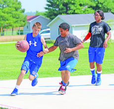 """<div class=""""source"""">FELICIA MARIE GRAY</div><div class=""""image-desc"""">Keaton Puckett showed off his ball handling skills at Paul Handley's camp. Defenders are Patryk Cobb and Savia Brashear.</div><div class=""""buy-pic""""><a href=""""/photo_select/35749"""">Buy this photo</a></div>"""