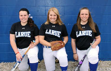 "<div class=""source"">Terry Sandidge</div><div class=""image-desc"">Lady Hawk seniors Peyton Gardner, Brigitte Skaggs, and Courtney Johnson</div><div class=""buy-pic""><a href=""http://web2.lcni5.com/cgi-bin/c2newbuyphoto.cgi?pub=029&orig=img_2377_5060.jpg"" target=""_new"">Buy this photo</a></div>"