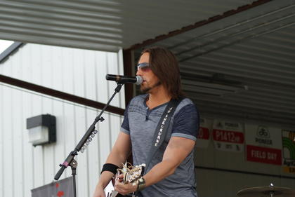 J.D. Shelburne performed a two-hour concert at Fresh Start Farms.