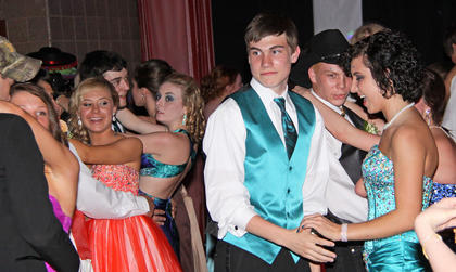 Ashley Hornback, Lauren Kells, Michael Hill, Spencer Hines and Shay Elswick enjoyed a dance at the LaRue County High School Prom.