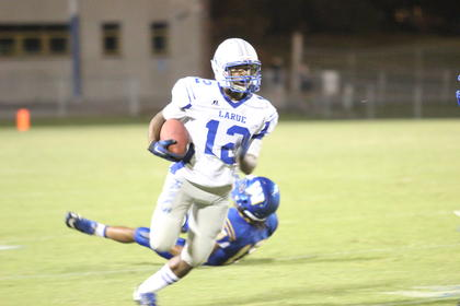 Tyree Jones ran the ball during the Hawks' loss to Washington County.