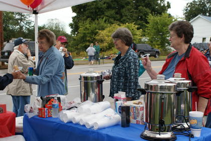 Linda Jaggers served coffee to the Upton Days crowd.