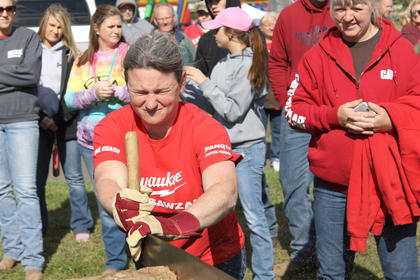 Heidi Mueller of Dean's Gang competed in the cross cut.