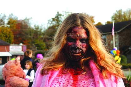 Sarah Cooper came as a zombie from the Walking Dead.