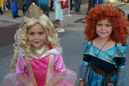 Twin princesses - Taylor Quinn as Princess Aurora; Riley Quinn as Merida