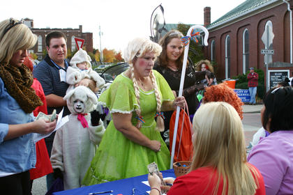 Michelle Tarpley dressed as Bo Peep; her seven children were her lambs.