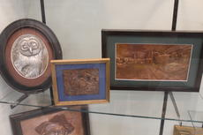 "<div class=""source"">Photo by Ben Loyall</div><div class=""image-desc"">Thomas Hammett's artwork on display at the LaRue County Public Library.</div><div class=""buy-pic""><a href=""/photo_select/63383"">Buy this photo</a></div>"
