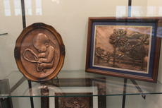 "<div class=""source"">Photo by Ben Loyall</div><div class=""image-desc"">Thomas Hammett's artwork on display at the LaRue County Public Library.</div><div class=""buy-pic""><a href=""/photo_select/63385"">Buy this photo</a></div>"