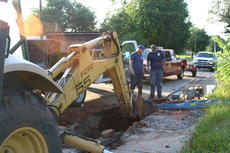"<div class=""source"">Linda Ireland</div><div class=""image-desc"">City workers are repairing a broken water main on South Lincoln Boulevard. Residents are advised to use caution in the area.</div><div class=""buy-pic""><a href=""/photo_select/36267"">Buy this photo</a></div>"