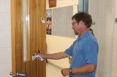 """<div class=""""source"""">doug ponder</div><div class=""""image-desc"""">Eric Garris is pictured leaving a note of encouragement for LCMS Principal Jason Detre. Garris was there with his children Sage and Josie and his wife Summer, who is a teacher at the LaRue County High School. </div><div class=""""buy-pic""""><a href=""""/photo_select/60337"""">Buy this photo</a></div>"""