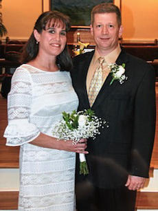 """<div class=""""source"""">Submitted Photo</div><div class=""""image-desc"""">Paul and Wendy Childress now.</div><div class=""""buy-pic""""><a href=""""/photo_select/64176"""">Buy this photo</a></div>"""