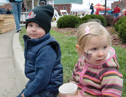 Jonas Lamb of Hodgenville and Olivia Volkmann of Frederick, MD enjoyed apple cider on the square.