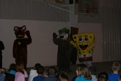 Scooby-Doo, Yogi and Spongebob visited with the kids.