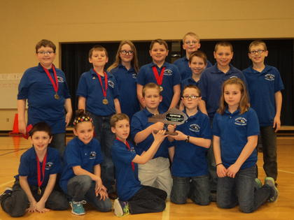 District #53 runner up – Abraham Lincoln Elementary School. Front from left, Will Faulkner, Brenna Southwood, Jacob Hinton, Gavin Whitehouse, Biven Turner, Haley Dile; back, Alex Loyall, Jake Skaggs, Adara Dobson, Isaiah Pruitt, Chris Collord, Alex Tarpley, Tristen Locke and Connor Nicholas.