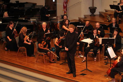 Aaron Boaz directed the Louisville Civic Orchestra.