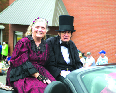 Longtime Abraham Lincoln presenter Jim Sayre was the 2017 Grand Marshall. He was accompanied by his wife and Mary Todd Lincoln impersonator , Mary Sayre. This year's parade float winners were: 1st - Lincoln National Bank, 2nd - LCHS Cheerleaders, 3rd - LCHS FFA, 4th - Buffalo Church of the Nazarene, 5th - New Freedom Christian School.  Click through the slideshow to see more of the parade participants.