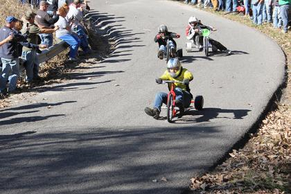 "Kurt Edelen of New Hope, KY rounds the ""big"" curve in the lead during the final free-for-all at the 2017 Cissal Hill Big Wheel Race."